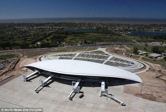 მონტევიდეო: კარაკასოს აეროპორტი ურუგვაიში. დედაქალაქი მონტევიდეო